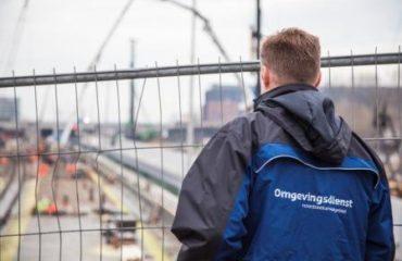 adviseur bouw houd toezicht op werk