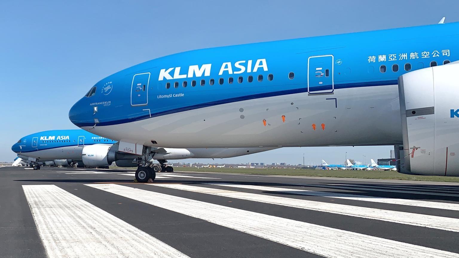 Vliegtuigen geparkeerd op de Aalsmeerbaan
