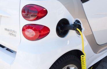 Opladen elektrische auto, duurzaam bedrijfsvervoer
